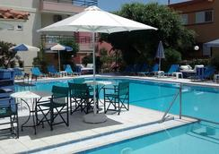 Dimitra & Evdokia Hotel - 哈尼亞 - 游泳池