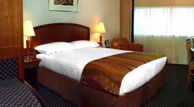 Adhari Hotel - 麥納麥 - 臥室