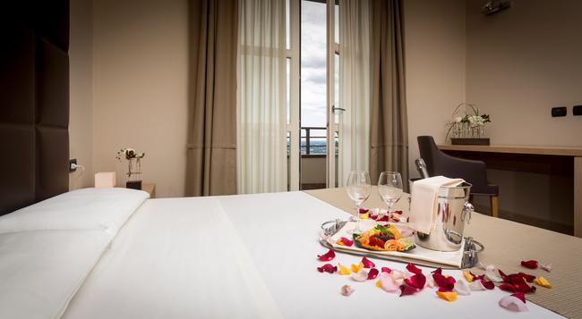 Hotel Tenuta Colle Piajo - 貝加莫 - 臥室