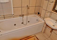 Hotel Rasula Alta - 卡塔尼亞 - 浴室