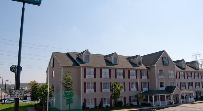 Quality Inn & Suites Cincinnati Sharonville - 辛辛那提 - 建築
