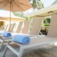 Sunshine Suites Resort Pool