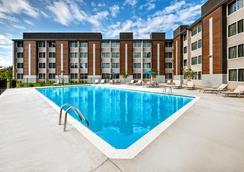 路易斯維爾機場展覽中心智選假日酒店 - 路易斯威爾 - 游泳池