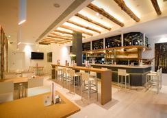 道羅2康福特酒店 - 格拉納達 - 酒吧