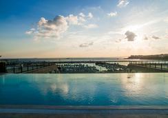 伊斯坦布爾溫德姆卡拉墨斯海濱大酒店 - 伊斯坦堡 - 游泳池