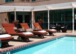 洛杉磯機場萬麗酒店 - 洛杉磯 - 游泳池