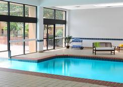 達拉斯拉斯科利納斯庭院酒店 - 歐文 - 游泳池