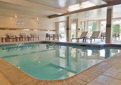 北西雅圖/林伍德埃弗雷特萬怡酒店 - 林伍德 - 游泳池