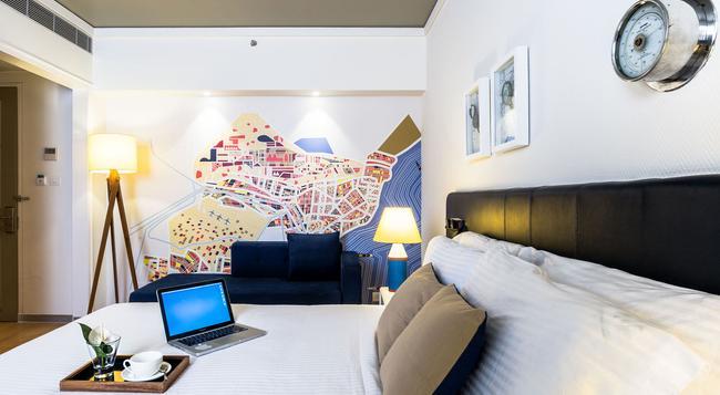 The Port Hotel - 维萨卡帕特南 - 臥室