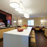 Hawthorn Suites by Wyndham Greensboro Breakfast Area