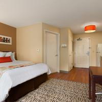 Hawthorn Suites by Wyndham Charlotte - Executive Center Guestroom