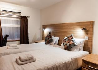 阿里扎酒店