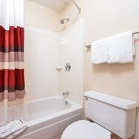 Red Roof Inn Chicago - Northbrook/Deerfield Bathroom