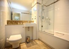萊吉斯肯辛頓酒店 - 倫敦 - 浴室