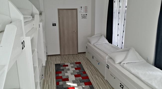 Hostel Inn Luxury - 薩拉熱窩 - 臥室
