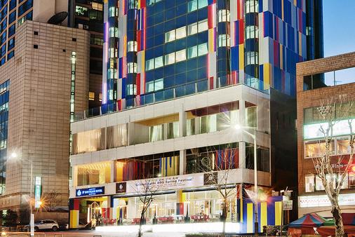 梨泰院皇宮精品飯店 - 首爾 - 建築