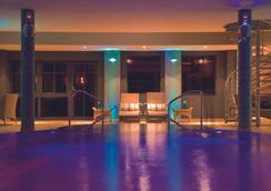 歐斯特布里克塔德酒店 - 塞巴特黑靈斯多夫 - 游泳池