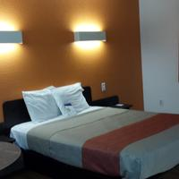 Motel 6 Salisbury Single bed 360 view