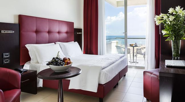 Hotel Terminal Palace & Spa - 里米尼 - 臥室
