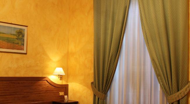 Hotel Fiori - 羅馬 - 臥室