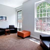 Chicago Getaway Hostel Lobby Sitting Area
