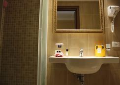羅坎達納沃納酒店 - 羅馬 - 浴室