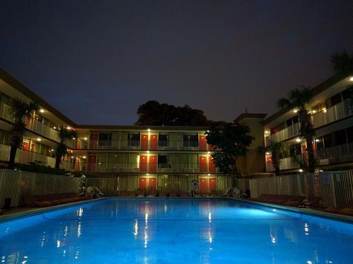 羅德岱堡機場紅地毯酒店 - 勞德代爾堡 - 游泳池