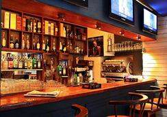 拉里保迪耶里餐廳酒店 - 塔那那利佛 - 酒吧