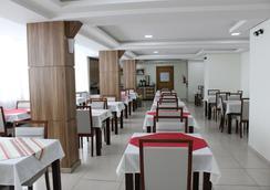 伊琺披酒店 - Chapeco - 餐廳
