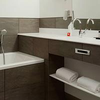 Ramada Apollo Amsterdam Centre Executive Bathroom