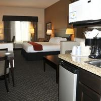 Holiday Inn Express & Suites Clinton Suite