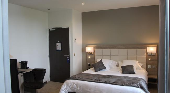 Hotel Restaurant L'Esturgeon - 普瓦西 - 臥室