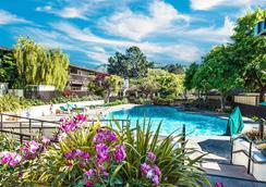 鶉園度假酒店及高爾夫俱樂部 - Carmel-by-the-Sea - 游泳池